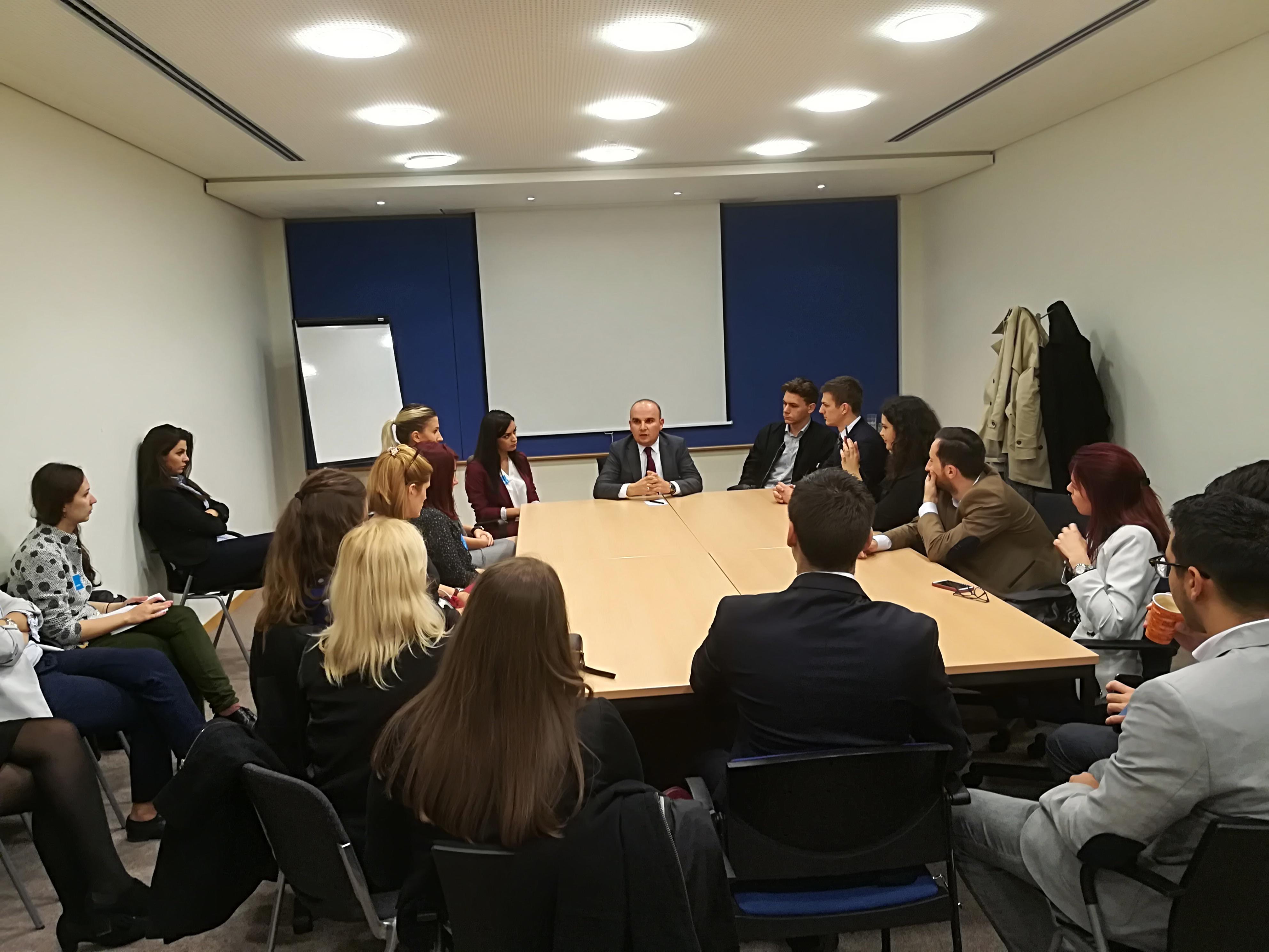 Илхан Кючюк се срещна с млади либерали от Западните Балкани