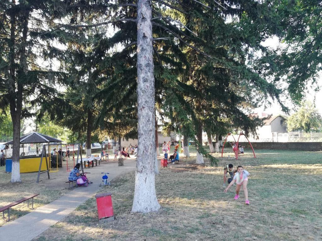Илхан Кючюк дари детска площадка на с. Лъвино